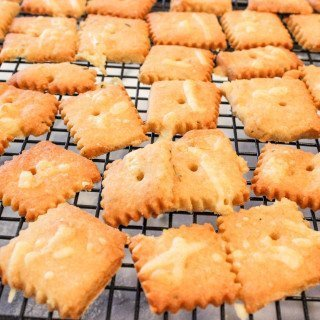 White Cheddar & Provolone Cheese Crackers